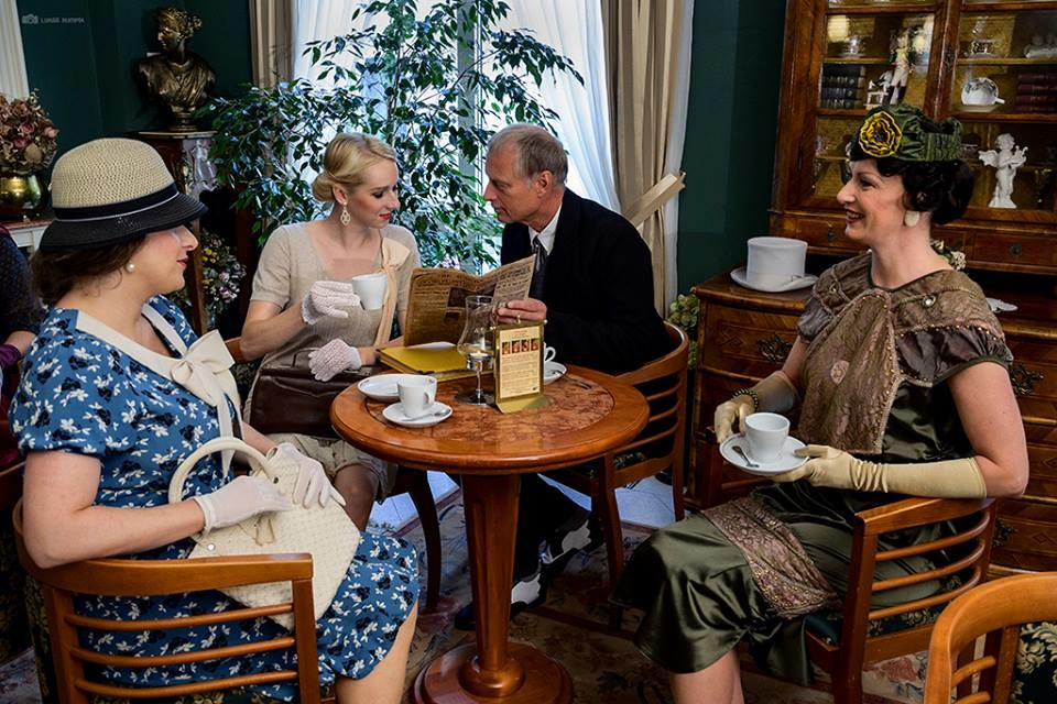 Dobová kavárna, móda, odpolední čaj, čaj o páté