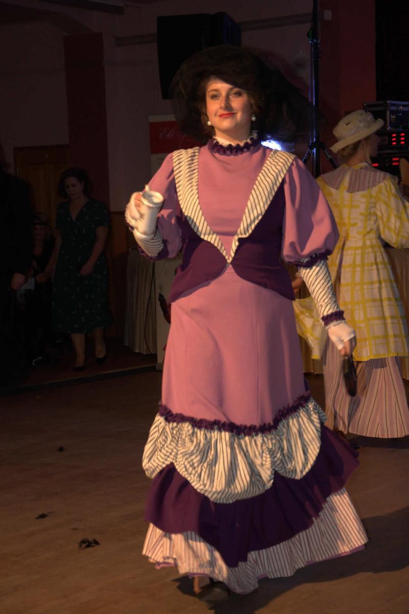 Dámské šaty Belle Époque fialové